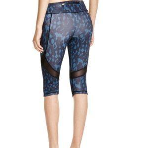 Alala Pants - ALALA take sides printed cropped leggings