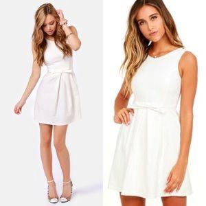 Lulu's Dresses & Skirts - Lulu's white a line bow dress