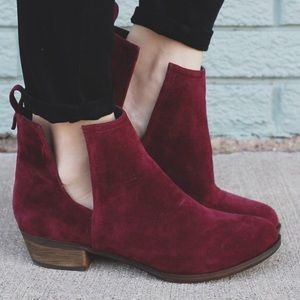Wine cut out heel bootie