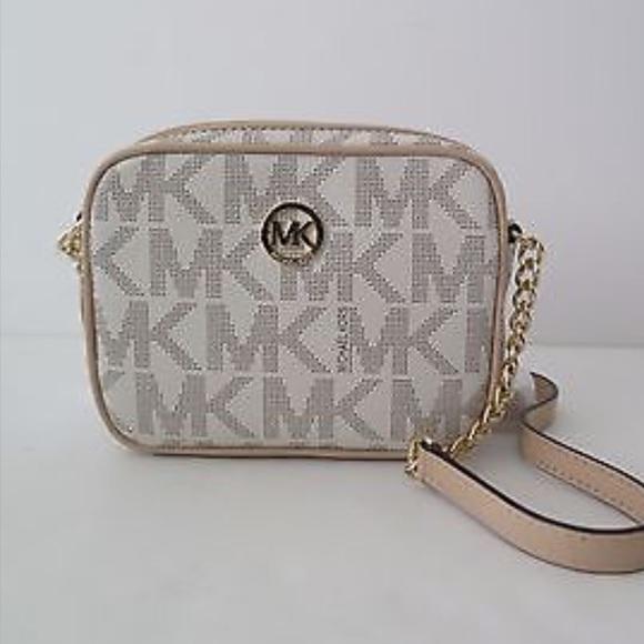 25b7089c003d MMK Fulton Vanilla SM Crossbody NWT. M_584f234b6a5830dee104e9c5. Other Bags  you may like. MICHAEL KORS ...