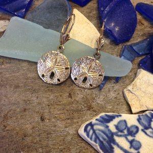Jewelry - 🎉HP🎉✨Sand Dollar 14kt Gold Leaverback Earrings✨