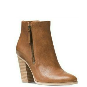 Michael Kors Shoes - 🆕Michael Kors Zippered Leather Booties