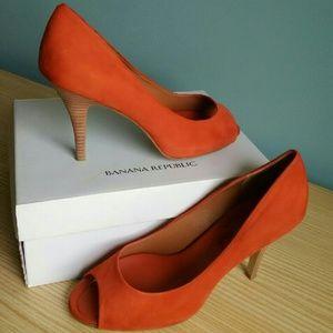 Banana Republic DAGMAR Nubuck Heels - Orange 8M