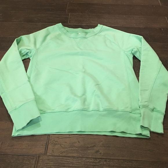 81% off GAP Tops - GAP crewneck sweatshirt from Rochelle 👗👠's ...