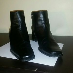 Woman Black Leather Ankle Dress Boots Size 9 1/2