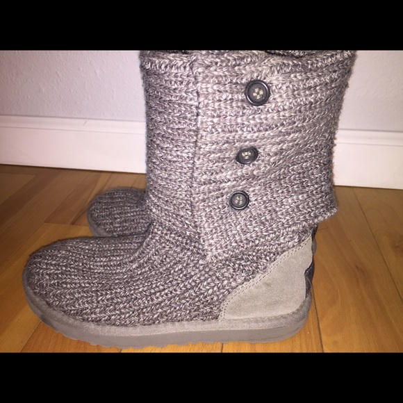 grey knit uggs buttons