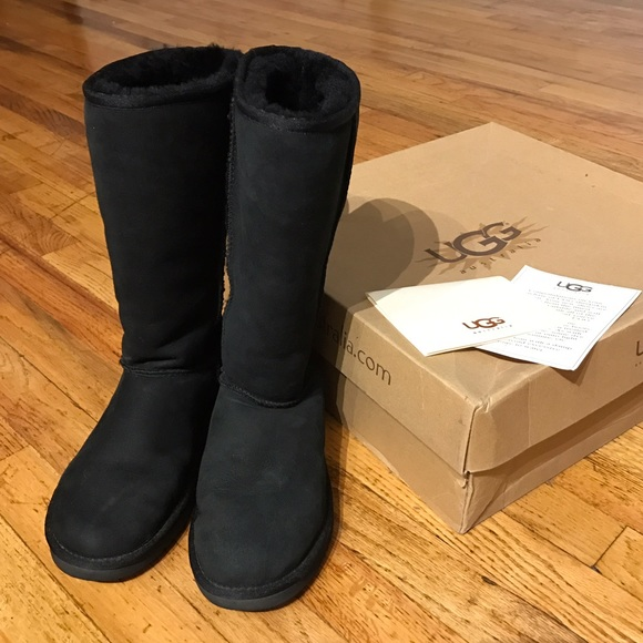7276ef7964b Gently Used Black Classic Tall Uggs Size 7