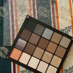 INGLOT Other - INGLOT 20 Pan Neutral Eyeshadow Palette