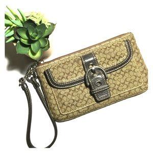 Coach Handbags - 👝COACH SIGNATURE WRISTLET👝