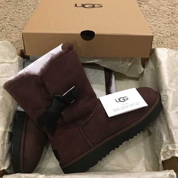 5dff29a3bf4 UGG W Classic Knot Short boot, brown size 7, NWT