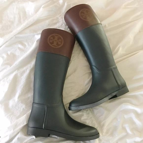 ee1b95eec45 Tory Burch Classic Rain Boots. M 584f8992680278172b0677a0