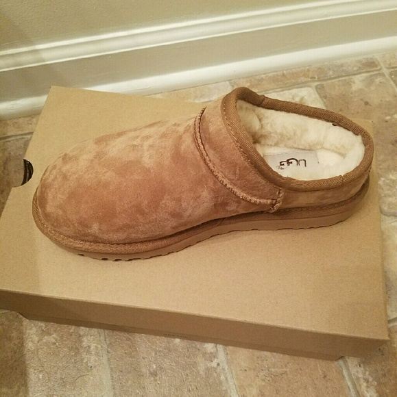 3bb1c7f6c32 UGG classic slipper boot NWT