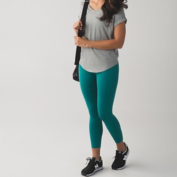 ffb52f347676a6 lululemon athletica Pants - Size 4 Lululemon zone in crop in forage teal