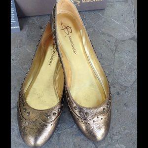 B Makowsky Gold Leather Flats