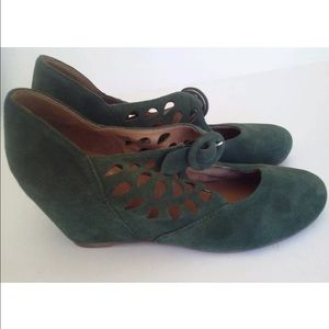 Jeffrey Campbell's green cutout wedge heels size 8