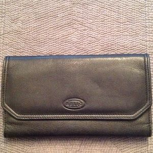 Relic Handbags - 💞Like New Relic Black Leather Wallet💞