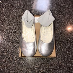 Primigi Other - Little Girl Primigi Ankle Strap Silver Shoes Sz 32