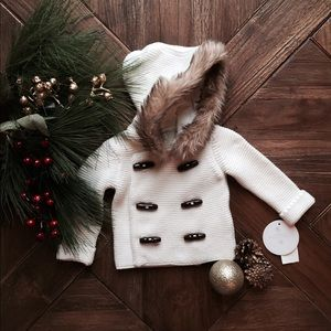 Edgehill Collection Other - Edgehill Collection knitted sweater with fur hood