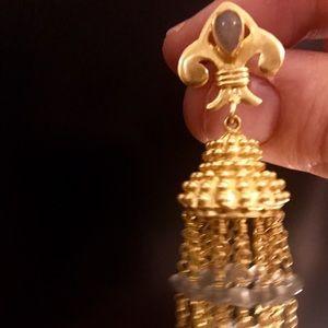 Gorgeous gold tone dangle post earrings!