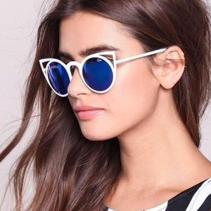 Quay invader sunglasses white frame blue lens