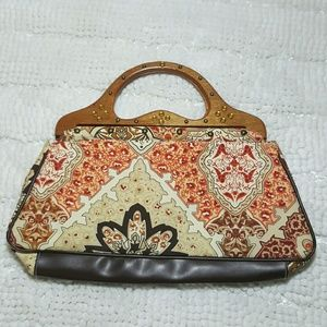 Adorable printed bag with wooden handles