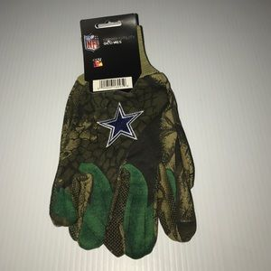 Other - Dallas Cowboys Realtree sport utility gloves