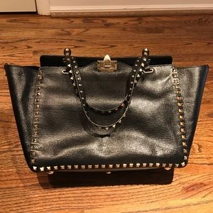 Valentino Handbags - 👏🏼SALE👏🏼Valentino Rockstud Medium Tote