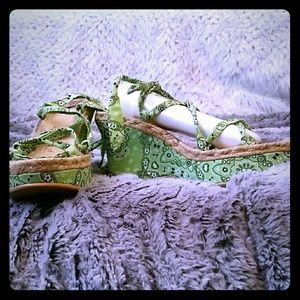 Green pasley tie-up, wedge sandals