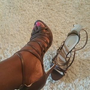 Liu Jo Shoes - Brown strappy sandal with gold buckles