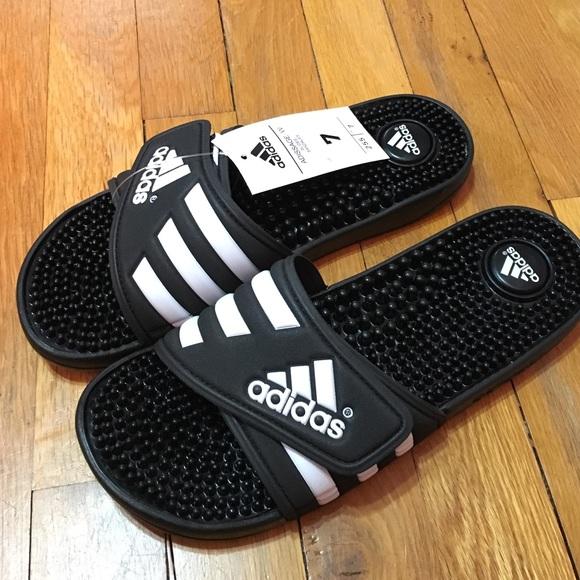 Le Adidas Brand New Massaggio Sandali Poshmark