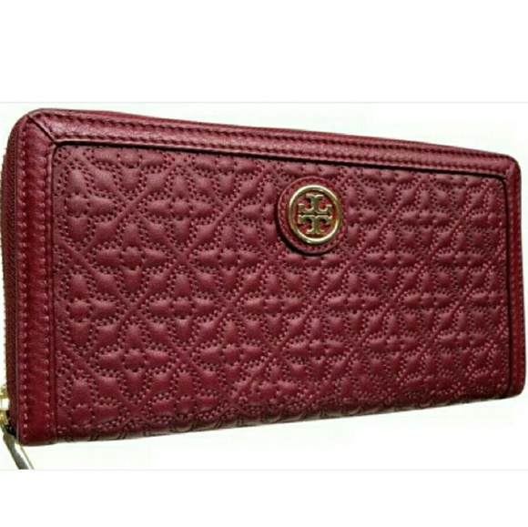 3d6c54ac7bb Tory Burch Bags | Bryant Zip Quilted Leather Wallet | Poshmark
