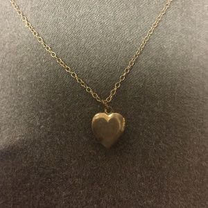 Jewelry - Vintage Golden Heart Locket Necklace
