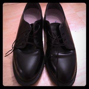 Vibram Other - Men's Boys black dress shoes size 8.5 or 9