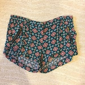 XL PATTERNED SHORTS