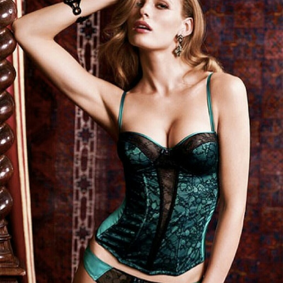 191ff477f7 Victoria s Secret Emerald Green Lace Corset NWOT. M 5851f22441b4e0176900cc26