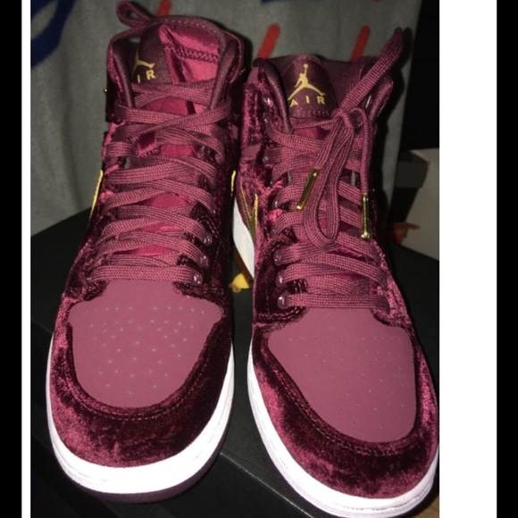 buy popular 8eb46 dc9e1 Nike Air Jordan 1 Retro High Premium Maroon
