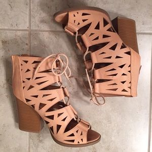 Shoes - Chunky heel lace up