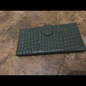 Handbags - Green perfect wallet! 😍💕💕
