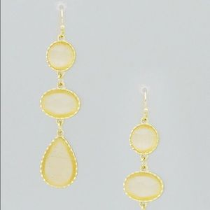 GOLD TONE FACETED TEARDROP DROP EARRINGS