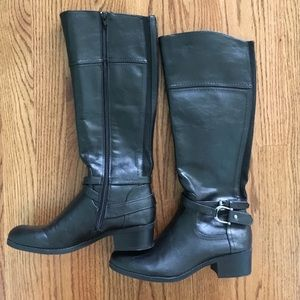 Unisa black boots