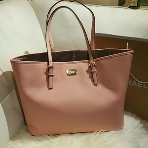 Michael Kors Handbags - Michael Kors JetSet Travel Pale Pink tote NWT