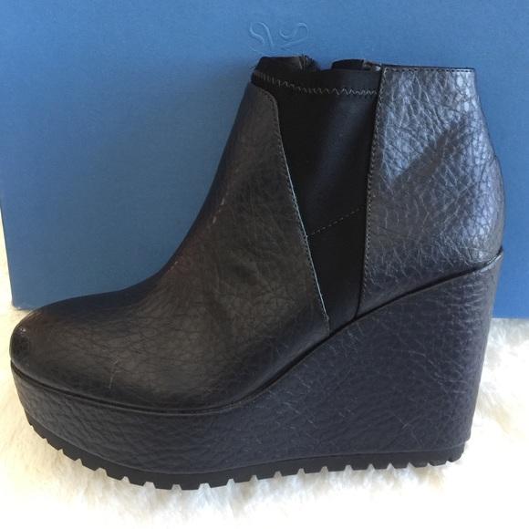 4e81c5cabfa NIB Vera Wang Ankle Booties Platform Wedge