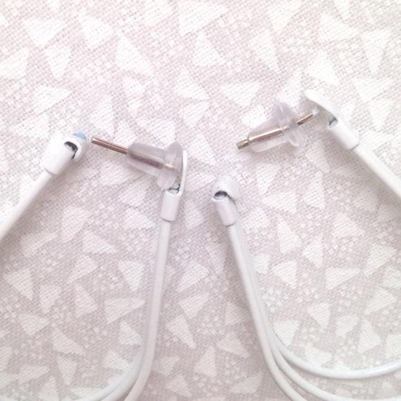 """Jewelry - White wire 1.5"""" oval hoop pierced earrings"""