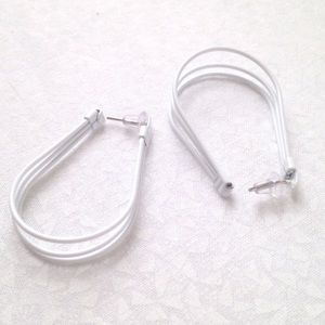"White wire 1.5"" oval hoop pierced earrings"