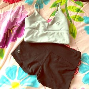 Lululemon shorts w/ inside pocket