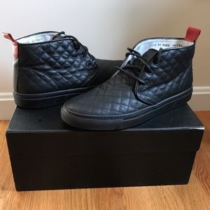 Del Toro Other - Men's Del Toro quilted leather alto chukka sneaker