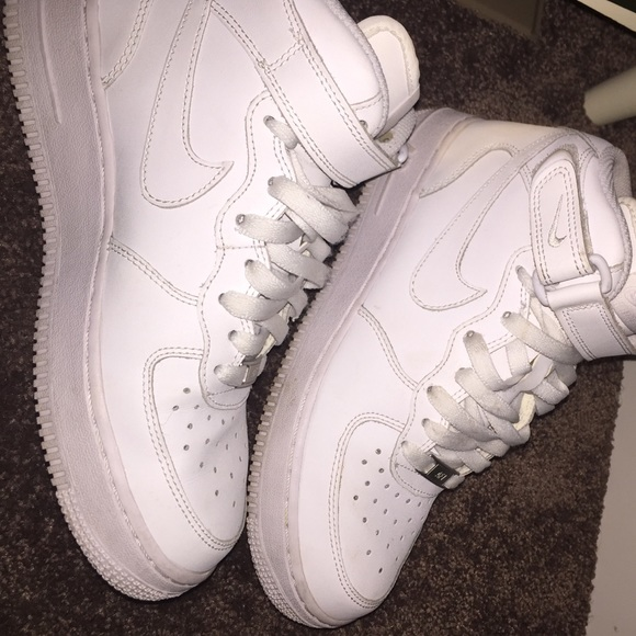 CLEAN Air Force 1. Perfect condition!! Size 7