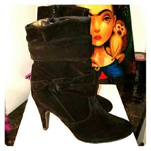 Venus Boots NIB
