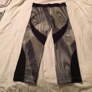 Nike Pants - Nike pro Crops
