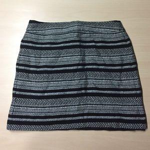 LOFT Dresses & Skirts - Loft Monochrome Woven Mini Skirt - 6P